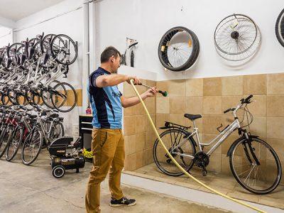 Jordi Cycle Guide and bike maintenance